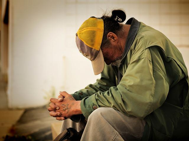 ホームレスは生活保護(生保)を受けれるか、ネットカフェ難民はどうなのだろうか
