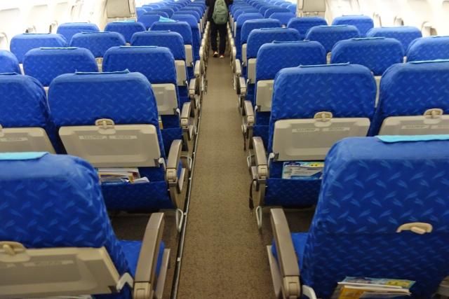 飛行機のリクライニングシート