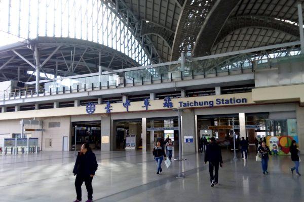台湾新幹線台中駅から鉄道台中駅への行き方、台中駅と新幹線台中駅とは離れているので要注意